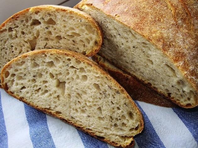 chlieb odkrojený